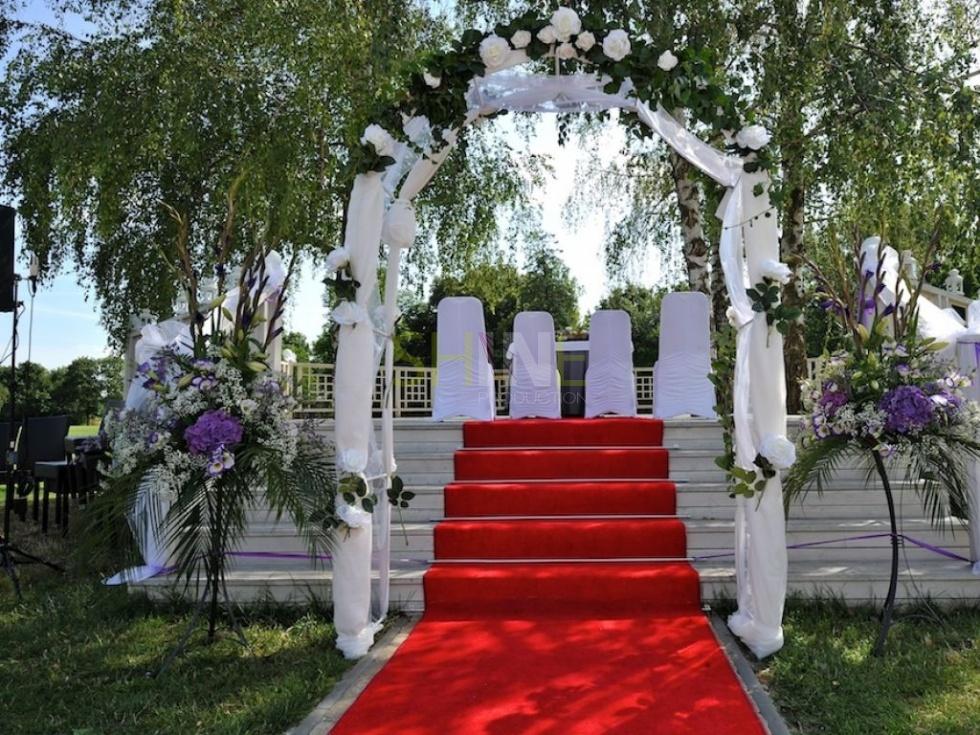 Obrázok ku blogu TAJOMNÝ SVET FARIEB – inšpiratívny pohľad na farebné  svadobné dekorácie 7d45b66a4b5
